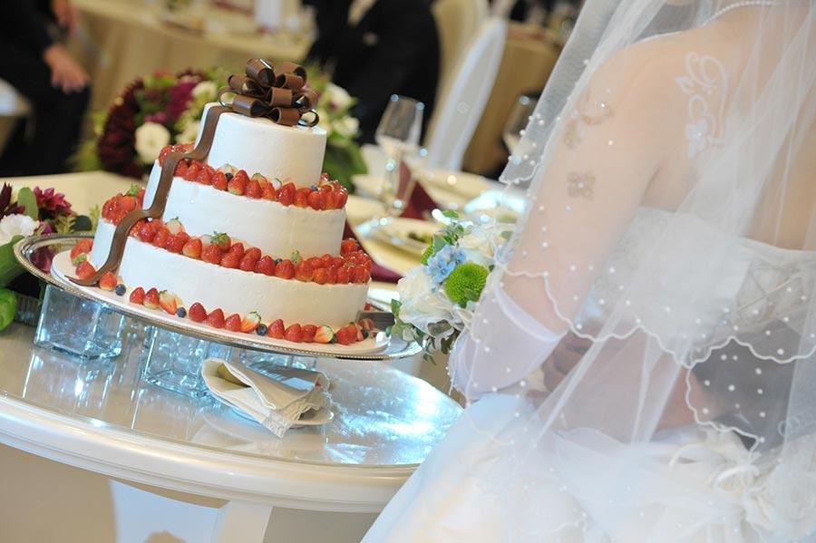 e1da51d15ea669cb01d901fcb8ccf480 m - 人気の小鳥が名入れオーダーメイドケーキトッパーになって、結婚式で活躍
