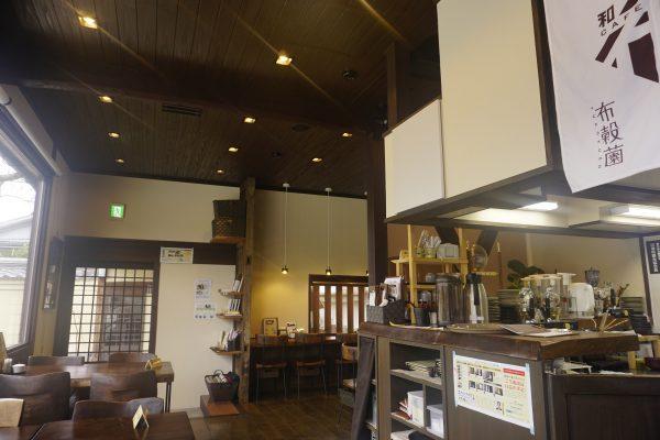 DSC0768 e1521102471398 - 歴史的建造物を眺めるカフェ
