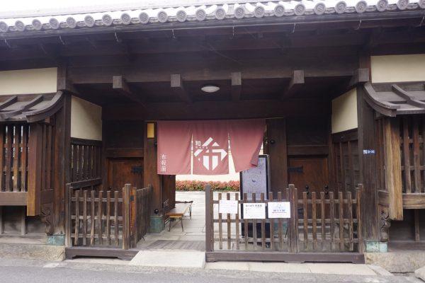 DSC0778 e1521102327759 - 歴史的建造物を眺めるカフェ