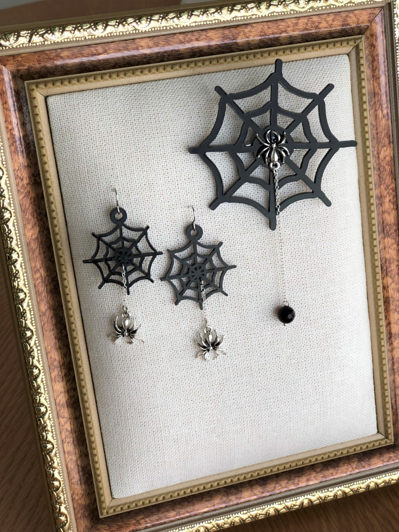 89262e768d59f508399f2965e7a67c27 - もうすぐハロウィン♪蜘蛛の巣のブローチとピアスを作りました。